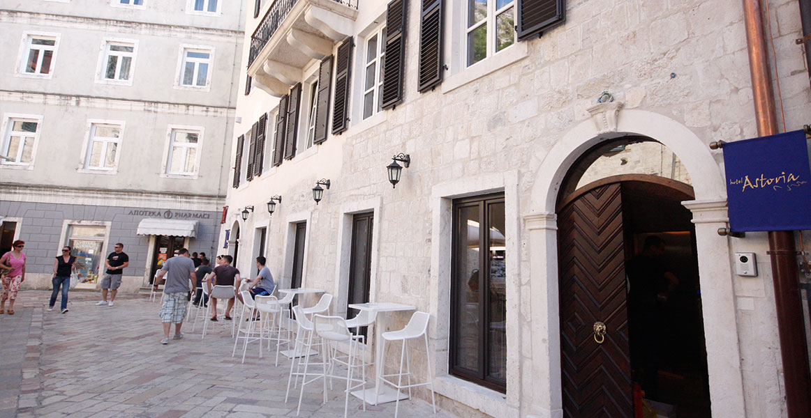 hotel astoria kotor entrance